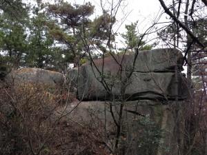 自然の展望台となる岩。