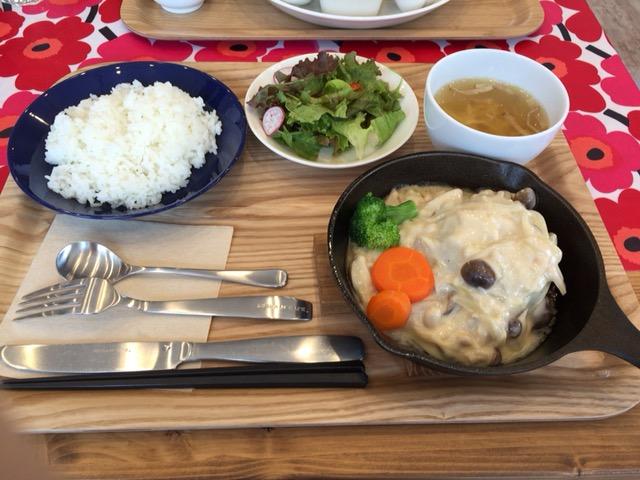 ハンバーグランチ(サラダ・スープ・パン・ドリンク付)(パンはライスに変更できる)