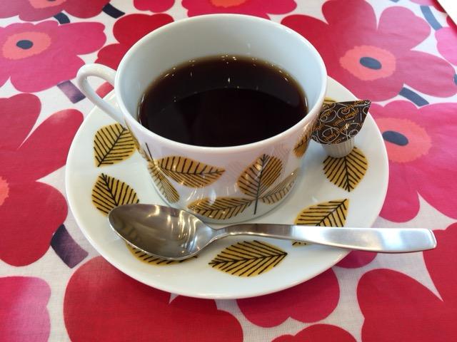 本日のコーヒー。ブルーベリーが入ったフレーバーコーヒー。ミルクを入れると香りがさらにひろがる。