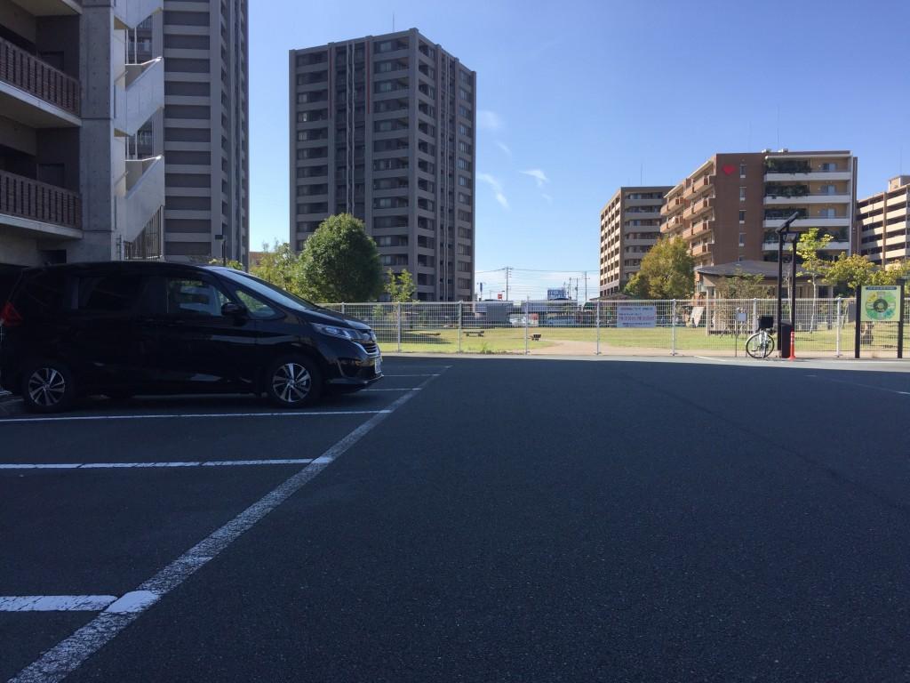 少しわかりにくいですが駐車場あり。無料。