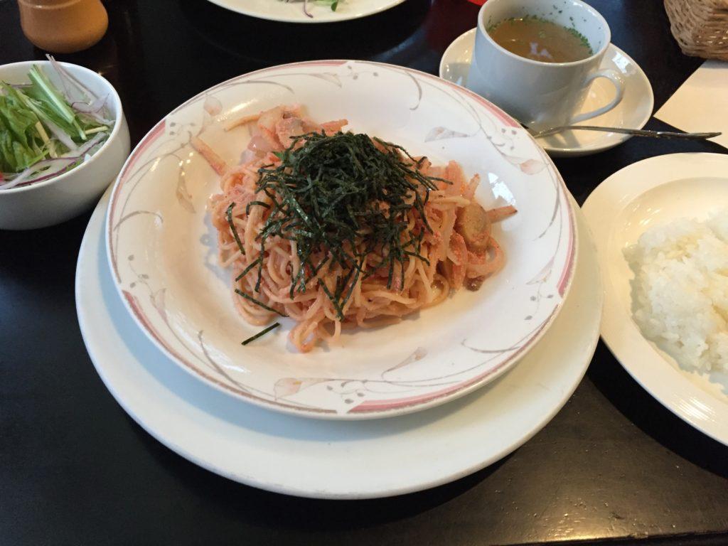 明太子スパゲティ。Bセットはサラダとスープとライスがつく。