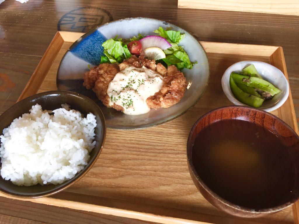 ランチメニューのチキン南蛮。こだわりのタレ。鳥取県産の胸肉。