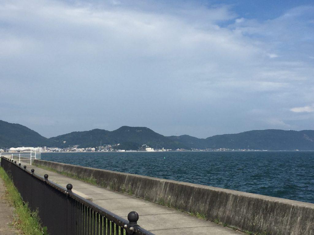 散歩道は絶景。海岸沿いを風に当たりながら気持ちよく散歩。