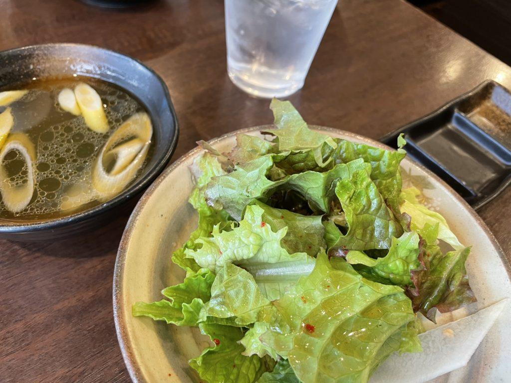 定食についてくるサラダとスープ