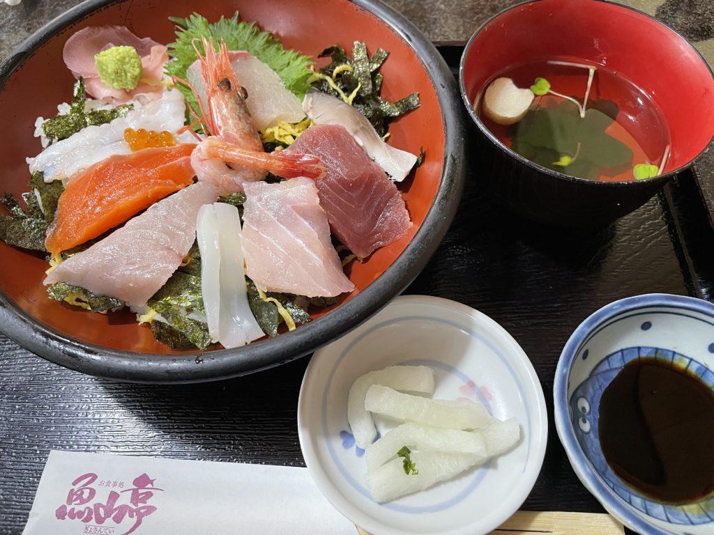 特上魚山丼。これはおすすめ。新鮮な魚が絶品。