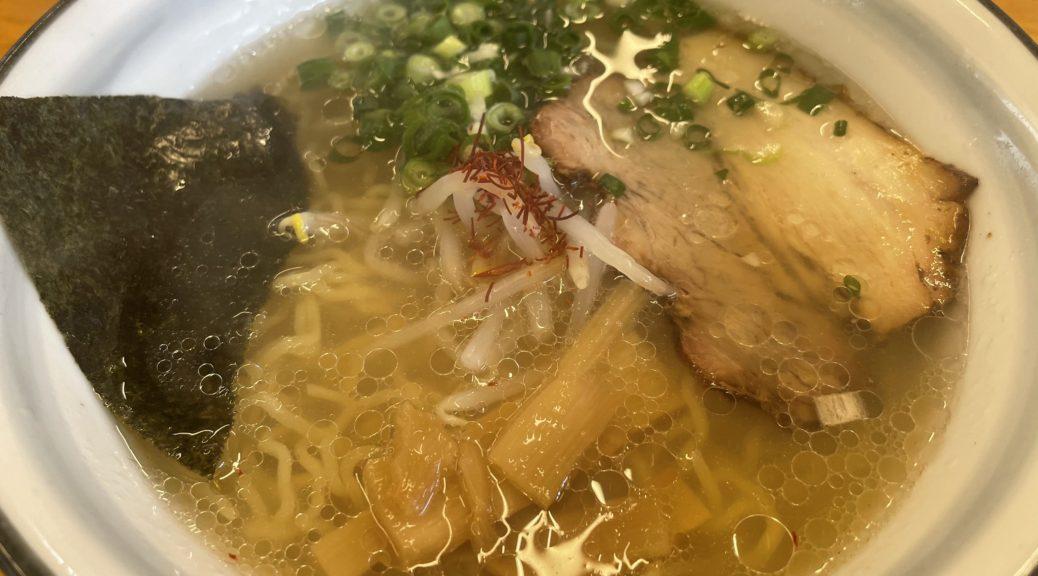 牛骨ラーメン。ちぢれ麺。スープがうまい。