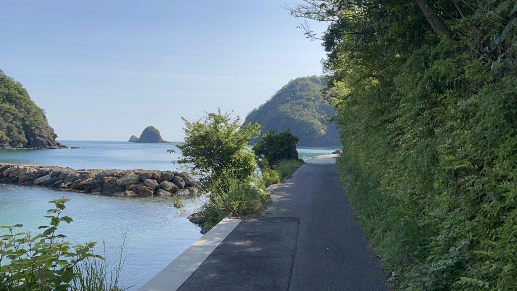 海岸沿いが歩ける。少し散歩してみよう。