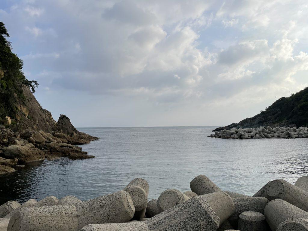 軽尾海岸から日本海を眺める。