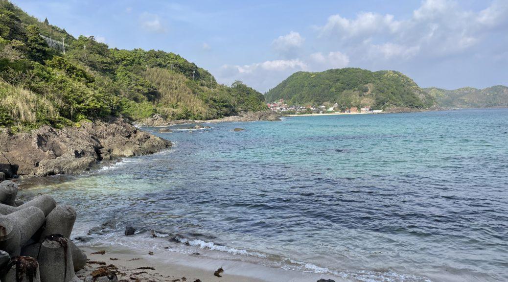 惣津海岸から笹子地区を眺める。