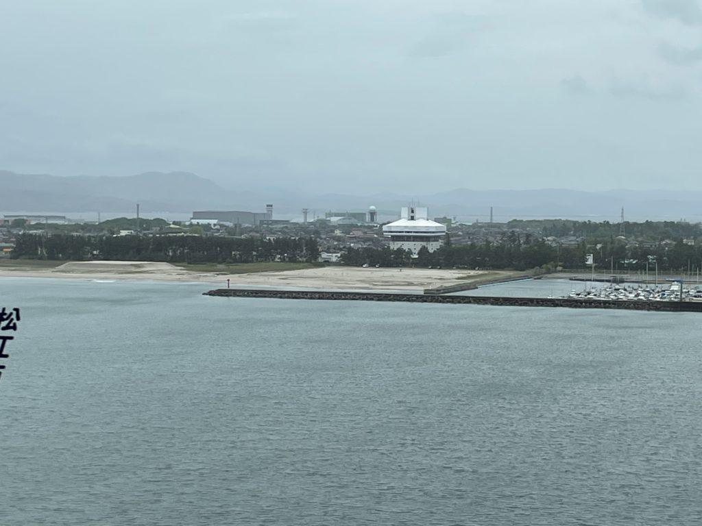 弓ヶ浜方面を見渡す。はるか向こうは松江市らしい。