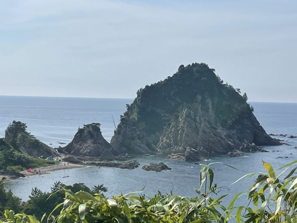 城原海岸を展望所から見おろす。