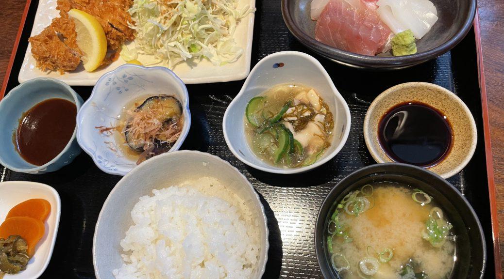 トンカツと刺身3種盛り定食。この日は満席。天ぷらがなくなったため、天ぷらの代わりにトンカツになりました。刺身と合わせてすごく満足な味とボリュームでした。