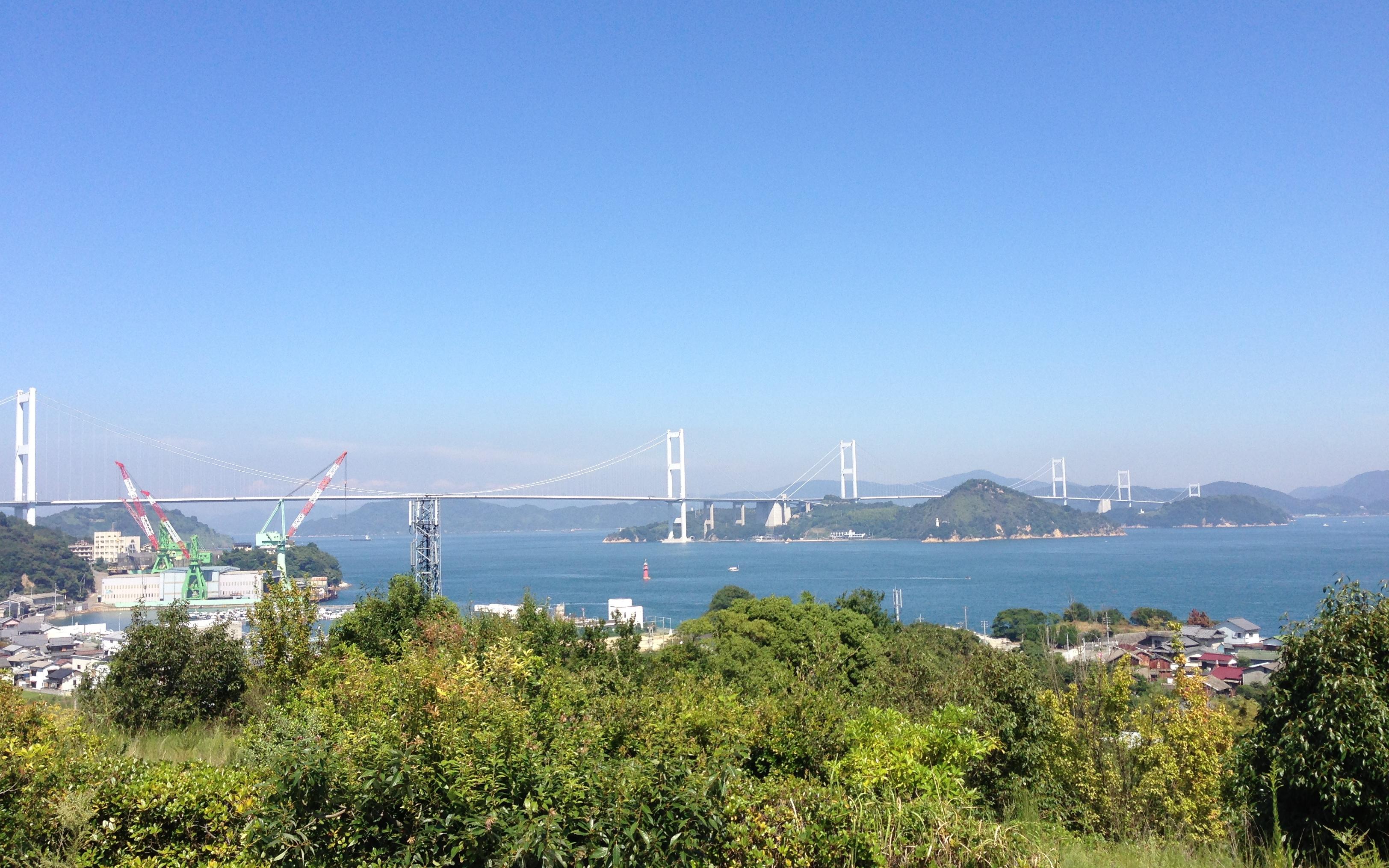 来島海峡サービスエリアからしまなみ海道を眺める