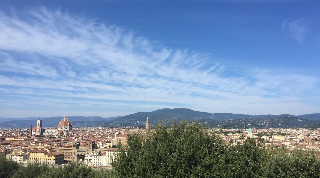 ミケランジェロ広場から美しいフィレンツェの街を眺めるミケランジェロ広場から美しいフィレンツェの街を眺める